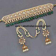 Kundan and pearl choker Indian Jewelry Sets, Indian Wedding Jewelry, India Jewelry, Bridal Jewelry, Indian Bridal, Hyderabadi Jewelry, Jewelry Accessories, Jewelry Design, Designer Jewellery