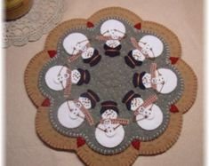 "Snowmoms Penny Rug/Candle Mat Pattern by "" Penny Lane Primitives "" Felt Christmas, Christmas Stockings, Christmas Crafts, Christmas Design, Felted Wool Crafts, Felt Crafts, Penny Rug Patterns, Print Patterns, Applique Patterns"