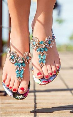 Omg I love these shoes Pretty Sandals, Beautiful Sandals, Girls Sandals, Shoes Sandals, Flat Shoes, Flat Sandals, Stylish Sandals, Kinds Of Shoes, Shoe Collection