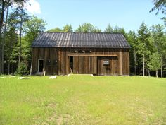A gallery of barns and other agricultural buildings. post and beam construction, mortise and tenon joinery, luxury horse stables and solid wood timbers. Garage Apartment Plans, Garage Apartments, American Barn, Agricultural Buildings, Post And Beam, Horse Stables, Wooden House, Farmhouse Plans, Hardwood Floors