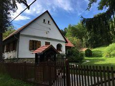 Mesébe illő kis falu az erdő közepén | JöttMentBlog Traditional House, Hungary, Budapest, Shed, Marvel, Outdoor Structures, House Styles, Outdoor Decor, Cabins