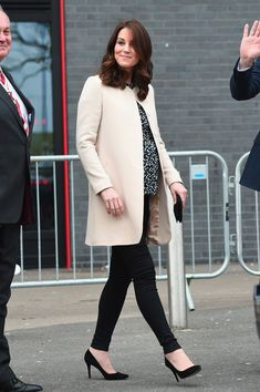 Kate Middleton Photos - Prince William, Duke of Cambridge and Catherine, Duchess of Cambridge leave SportsAid after undertaking engagements celebrating the Commonwealth at the Copperbox Arena on March 22, 2018 in London, England. - The Duke And Duchess of Cambridge Undertake Engagements Celebrating The Commonwealth