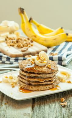 Vegan Banana Protein Pancakes: Looking to add a little oomph to your breakfast? These banana protein pancakes might just fit the bill. Part pancake, part banana bread, they are packed with plant-based goodness and make a delicious post-workout meal. Proteine Vegan, Vegan Foods, Vegan Dishes, Vegan Recipes, Vega Protein Recipes, Vegan Pasta, Vegan Protein Pancakes, Protein Powder Pancakes, Whey Protein