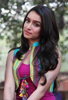 Cute Celebrities, Indian Celebrities, Bollywood Celebrities, Bollywood Actress, Celebs, Sonakshi Sinha Saree, Shraddha Kapoor Cute, Sonam Kapoor, Prettiest Actresses