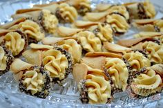 Křehké karamelové kornouty   NejRecept.cz Czech Recipes, Ethnic Recipes, Cake Flour, Chocolate Cheesecake, Holiday Cookies, Desert Recipes, Cupcake Cookies, Christmas Baking, Sweet Recipes