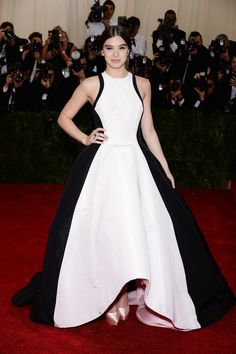Arriving on the arm of Prabal Gurung, Hailee did the designer proud in his dramatic black and white look. #MetGala