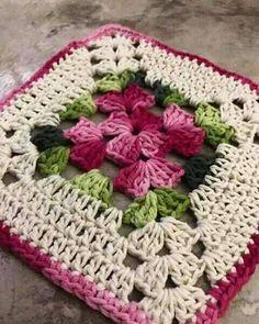 Transcendent Crochet a Solid Granny Square Ideas. Inconceivable Crochet a Solid Granny Square Ideas. Motifs Granny Square, Crochet Motifs, Granny Square Crochet Pattern, Crochet Blocks, Crochet Squares, Crochet Doilies, Crochet Flowers, Crochet Patterns, Flower Granny Square