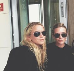 mary-kate and ashley olsen Mary Kate Olsen, Mary Kate Ashley, Elizabeth Olsen, Ashley Olsen Style, Olsen Twins Style, Pretty People, Beautiful People, Olsen Sister, Famous Faces