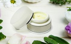 If you want to know how to get a lighter skin complexion then there are a few useful tips that may help you. Skin Care Cream, Skin Cream, Organic Skin Care, Natural Skin Care, Gel Aloe, How To Grow Eyelashes, Best Teeth Whitening, Makeup Essentials, Peeling
