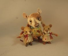 1:12 Miniature Mouse with twins, hand sculpted character dolls by CDHM Artisan Aleah Klay of Aleah Klay Studio, www.cdhm.org/user/aleahklay_animals