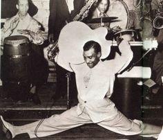 Blues guitar legend T Bone Walker 1950 Rhythm And Blues, Jazz Blues, Blues Music, Angus Young, T Bone, Rock And Roll, Delta Blues, Blues Artists, Star Wars