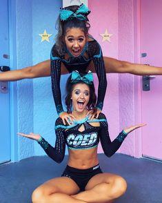 Cute Cheerleaders, Cheerleading Pictures, Cheerleading Outfits, Cheerleading Stunting, Softball Pics, Cheer Picture Poses, Cheer Poses, Cheer Camp, Cheer Dance