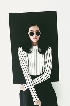 Vintage Quirky- black and white shirt with vertical stripes with high-waisted midi skirt- looks like something out of a Tim Burton film Look Fashion, Korean Fashion, Womens Fashion, White Fashion, Street Fashion, Trendy Fashion, Looks Style, Style Me, Baby Style