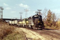 SCL 1540 leads SCL train #276 northbound at Comerce Street. Photograph by and in the collection of Walt Gay.