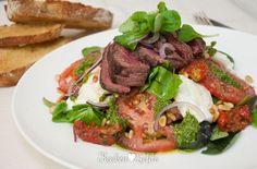 Het moet tot buiten de stadsgrenzen te horen zijn … Op mijn 'Nú koken!'-lijst schreeuwt de Italiaanse caprese salade al tijden zijn stembanden schor. ...