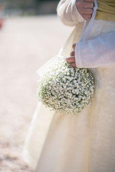 Lovely flower girl pomander filled with gypsophila Boquette Wedding, Cream Wedding, Yellow Wedding, Wedding Table, Wedding Ideas, Christmas Wedding Flowers, Spring Wedding Flowers, Gypsophila Wedding, Wedding Bouquets
