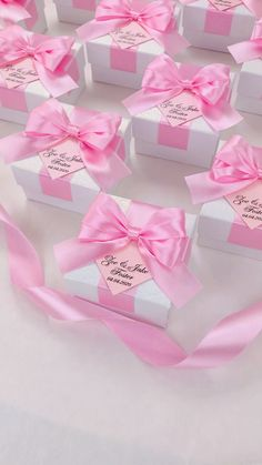 Light pink wedding favor gift box with satin ribbon bow and names, Elegant bonbonniere for candies or small souvenirs to thank guests. favors videos Light pink wedding party favor boxes for guests Silver Wedding Favors, Edible Wedding Favors, Wedding Welcome Bags, Beach Wedding Favors, Wedding Favor Boxes, Wedding Gifts, Video Pink, Personalized Favors, Pink Gifts