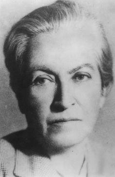 Gabriela Mistral Sandra Cisneros, Rita Moreno, India Mexicana, Jose Marti, Bbc History, Fandom, Che Guevara, Inspirational, Image