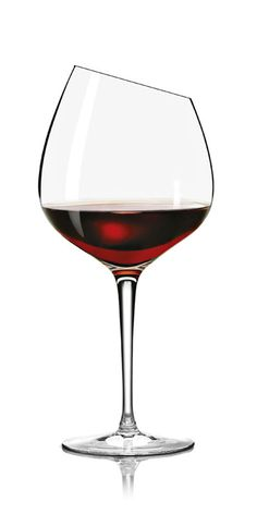 Our iconic angled wine glasses deliver an exquisite wine drinking experience. Discover wine glasses crafted for different wines you drink at Eva Solo! Wine Merchant, Wine Education, Kitchen Dishes, Wine Recipes, Alcoholic Drinks, Cocktails, Red Wine, Wine Glass, Tableware