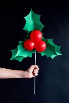 DIY Holly Balloon Sticks - fun Christmas decoration and a great photo prop! Ideas with balloons 7 DIY Christmas Balloon Decoration Ideas Christmas Parade Floats, Ward Christmas Party, Winter Christmas, Christmas Holidays, Christmas Float Ideas, Holly Christmas, Christmas Christmas, Christmas Grotto Ideas, Polar Express Christmas Party