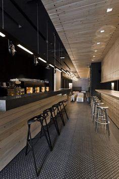 comptoir en bois recyclé, meuble bar en bois, joli intérieur de bar contemporain