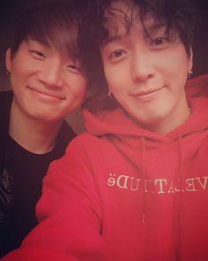 Good relationship between BIGBANG and CNBLUE❤ Both fighting in Fukuoka #DAESUNG #Yonghwa [Yonghwa's IG]