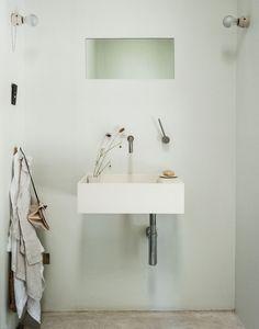 Designer-Michaela-Scherrer-tiny-spa-bath-LA- Remodelista