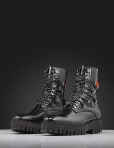Hardy boots-Men's iconic boot in polido (shiny) leather with calf lining. Features lace-up fastening with extra lacing detail and zip fastening at back of heel. Heavy Rubber, Leather Interior, Hiking Boots, Calves, Men's Shoes, Lace Up, Zip, Detail, Heels