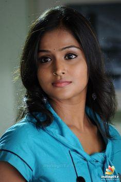 Beautiful Bollywood Actress, Most Beautiful Indian Actress, Beautiful Actresses, Beautiful Girl Photo, Beautiful Eyes, Wonderful Picture, Beautiful Bride, Indian Natural Beauty, Indian Beauty Saree