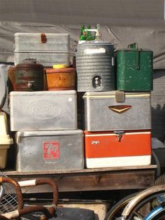 vintage metal ice chests [I have one of those igloos]