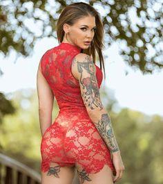 #inkedgirl #girlswithtattoos #redbell