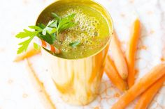 Smoothie Challenge Day 4 - Orange Green Cinnamon    Makes 2-3 cups  1 handful spinach 1 banana 1 apple Juice of 2 carrots 1 tbsp cinnamon 1 cup (250 ml) water  Combine all ingredients in blender and process until smooth. Serve immediately.