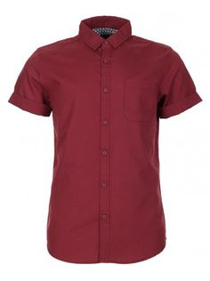 Red basic short sleeve shirt for men with button-up fastening and chest pocket. Basic Shorts, Summer Shirts, Dusty Rose, Oxford, Men Casual, Gift Guide, Mens Tops, T Shirt, Ice