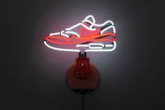 Ein Klassiker hell erleuchtet: Die Air-Max-One-Neonlampe | wildcrumbs