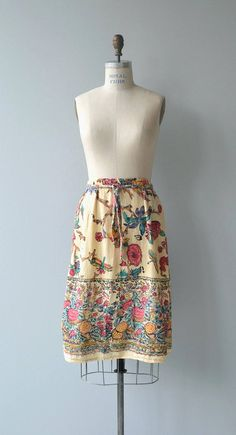 Vintage 1970s ultra soft Indian cotton wrap skirt with floral and bird block print. --- M E A S U R E M E N T S --- fits like: small/medium waist: 25-28 hip: up to 39 length: 27 brand/maker: n/a condition: excellent To ensure a good fit, please read the sizing guide: http://www.etsy.com/shop/DearGolden/policy ✩ more vintage skirt ✩ https://www.etsy.com/shop/DearGolden?ref=hdr_shop_menu&section_id=5986727 ✩ visit th...