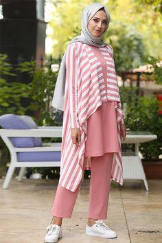 İnşirah Powder Tunic & Trousers Triple Suit - Capital Of Fasion Frock Fashion, Street Hijab Fashion, Modest Fashion, Fashion Outfits, Fasion, Women's Fashion, Hijab Outfit, Hijab Sport, Backless Homecoming Dresses