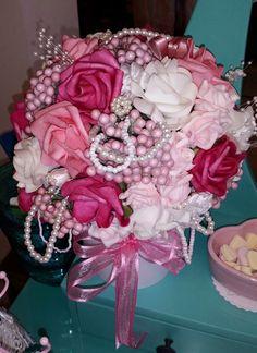 Prachtig boeket met zijden rozen in diverse teinten, handgemaakt en in diverse kleuren te bestellen!