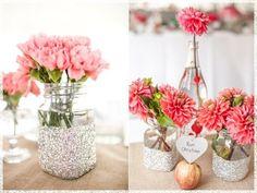 Marmeladenglas mit Glitzerspray dekorieren rosa Nelken