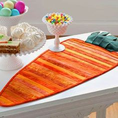 Quilted carrot table runner pattern for Easter Table Runner And Placemats, Table Runner Pattern, Quilted Table Runners, Quilt Placemats, Easter Crafts For Adults, Easter Ideas, Easter Recipes, Diy Osterschmuck, Quilted Gifts