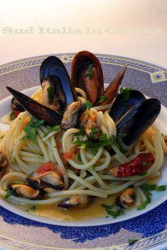 Spaghetti risottati con le Cozze Nere - http://blog.giallozafferano.it/suditaliaincucina/spaghetti-risottati-con-cozze/