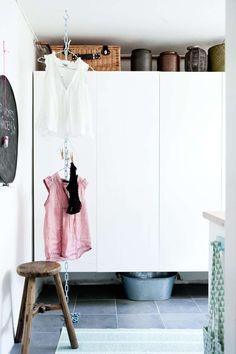 KONSTRASTER GJØR SEG: Hvis skap med rene flater føles for sterilt for ditt…
