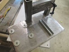 DIY plan to make a four wheel 2 x belt grinder. The frame is from HSS material. You can modify it however you like. Knife Grinding Jig, Knife Grinder, Bench Grinder, Blacksmith Projects, Welding Projects, 2x72 Belt Grinder Plans, Diy Belt Sander, Homemade Machine, Knife Making Tools