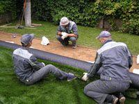Устройство искусственного газона для спортивной площадки
