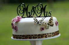 MR&MRS wedding cake