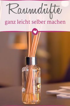 Making room fragrance itself: How to make a diffuser in the glass .- Raumduft selber machen: So basteln Sie einen Diffuser im Glas can be done easily! We show how to do it. Homemade Reed Diffuser, Diffuser Diy, Glass Diffuser, Room Scents, Homemade Soap Recipes, Perfume Oils, Diy For Kids, Decoration, Diy And Crafts
