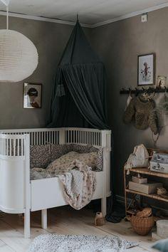 I Vinnies rum. White Kids Room, Baby Barn, My Ideal Home, Kids Room Design, Baby Design, Baby Boy Rooms, Kids Bedroom, Toddler Bed, Room Decor