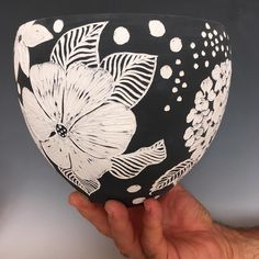 So if you are at a show and you liked a piece do you buy it right away or you wait till you check other artists work?  We had in our last show a similar vessel to this one and a lady bought it the first day, in the second day a lady came asking about it to see if we still have it but when we told her no she was disappointed and requested to make another one for her. I hope she will like it bc it's a little bit different.
