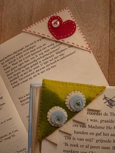 Bookmarks - the page is in Dutch - the idea is universal, only this time in felt.