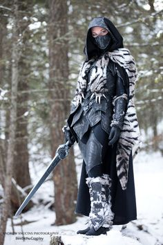 Nightingale Armor with a Sabre Cat Pelt by Beebichu on DeviantArt Skyrim Armor, Skyrim Cosplay, Larp Armor, Cosplay Armor, High Fantasy, Skyrim Nightingale Armor, Armadura Cosplay, The Elder Scrolls, Arte Obscura