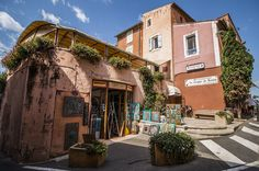 Les ocres de Rustrel-Roussillon is the flaghip of the area, the colours reflect that. The village is full with intimate coffeeshops and shops. photo by Baráth Mix Levente https://www.facebook.com/mixtremevideos/?fref=ts